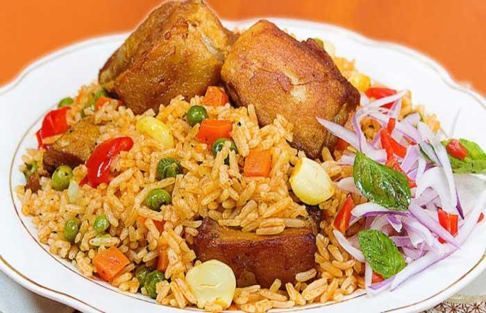 arroz con puerco y vegetales